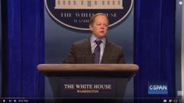 Melissa McCarthy interpretando al secretario de prensa del gobierno de Trump, Sean Spicer, en Saturday Night Live.