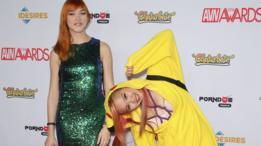 Actriz porno lleva traje de Pikachu