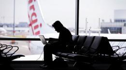 Hombre en aeropuerto