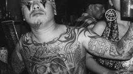 Chicano japonés con tatuajes