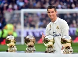 Cristiano Ronaldo con sus cuatro balones de oro.