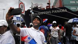 Panameños en el canal de Panamá