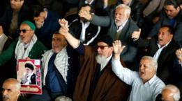 Iraníes lanzan consignas antiestadounidenses durante las oraciones del viernes