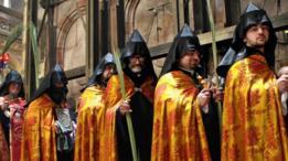 Integrantes de la Iglesia ortodoxa armedia