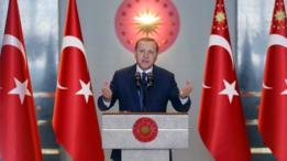 إذا تم تمرير التعديلات سيكون لإردوغان سلطات لا مثيل لها على السياسة والمجتمع، حسبما تقول الصحيفة