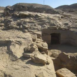 مدخل المقبرة