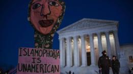 مظاهرة ضد ترامب امام المحكمة العليا في واشنطن العاصمة الأمريكية