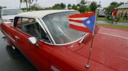 Vehículo clásico en las calles de San Juan