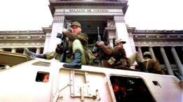 Soldados peruanos frente a la Corte Suprema de Justicia