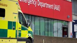 سيارة اسعاف تابعة لهيئة الخدمات الصحية في بريطانيا