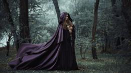 Bruja en bosque
