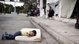 طفل لاجئ في اليونان