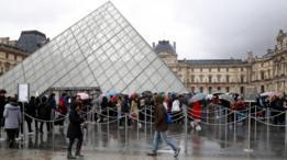 كان المئات من الزوار داخل متحف اللوفر وقت وقوع الحادث.