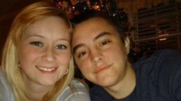 La pareja en una celebración de Navidad