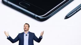 Justin Denison en una presentación de Samsung.