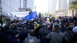 مظاهرات تأييد لعزاريا بعد صدور الحكم