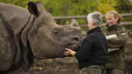 Samir with his keepers at Edinburgh Zoo