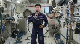 Astronauts learn to juggle in zero gravity - CBBC Newsround
