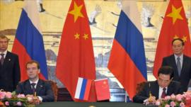Russia's President Dmitry Medvedev and China's President Hu Jintao