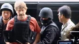 Viktor Bout escorted by the police