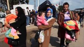 Libyan people fleeing over border