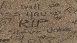 Pavement tribute saying 'RIP Steve Jobs'