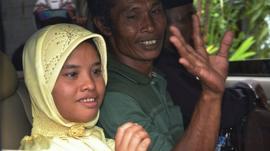 Tsunami survivor Meri Yulanda with her father