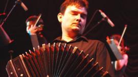 Man playing bandoneón
