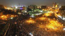 Thousands gather in Tahrir Square, Cairo