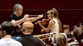 Nicola Benedetti plays with an orchestra