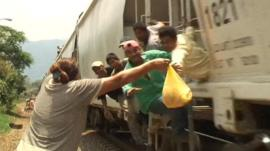 One of the 'patronas' handing out food and drink to the immigrants