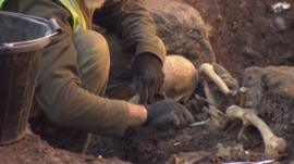 Archaeologists unearthing skeletons in Elephant and Castle