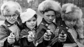 Children playing as Davy Crockett