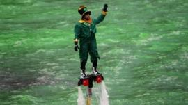 Man dressed as leprechaun hovers above Chicago River