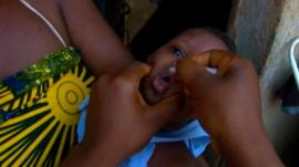 Nigerian child vaccinated against polio