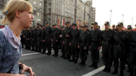 Anti-Putin protester Maria Baronova confronts Russian police