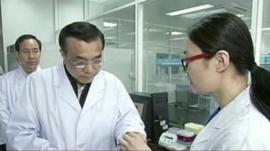 Chinese Premier Li Keqiang visits laboratory