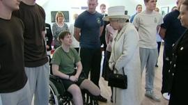 Queen speaks to patient at Headley Court