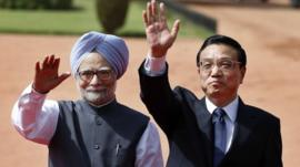 China's Premier Li Keqiang (right) and India's Prime Minister, Manmohan Singh