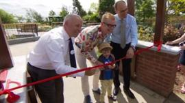 Chris Evans opens hospice garden in Kent