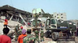 Rescue workers working on the Rana Plaza factory collapse