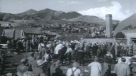 Rescuers at Aberfan in 1966
