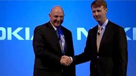 Steve Ballmer and Risto Siilasmaa shake hands