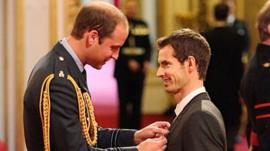 Duke of Cambridge presents OBE to Andy Murray