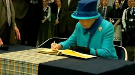Queen at Co-operative headquarters