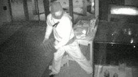 Thief targets antiquity in Luton