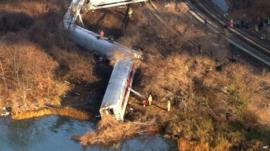 Train derails in New York