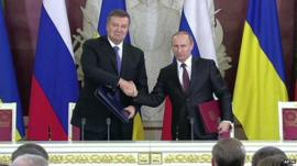 Ukrainian President Viktor Yanukovych and Russian President Vladimir Putin after signing the deal