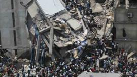 People rescue garment workers
