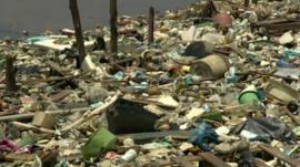 Rubbish on Guanabara Bay